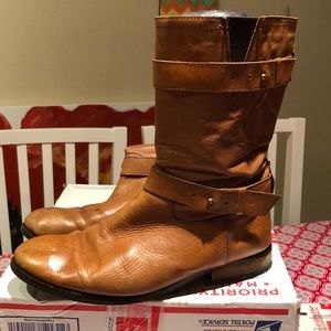GUC brown leather mud boots with vintage look.